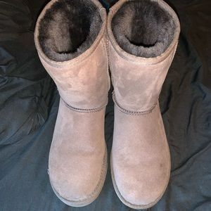 Ugg classic short boot in chocolate
